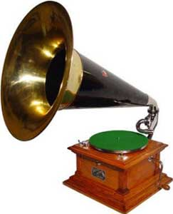 The Birth and Evolution of Victor Victrola Antique Phonographs