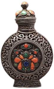 Silver encrusted with lapis-lazuli, malachite, coral and ruby; the outer casing on both main sides decorated with a formalized floral motif in silver wire, partially beaded