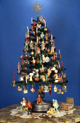 Dolph Gotelli Christmas tree display.