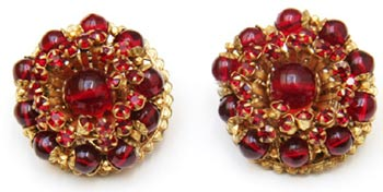 Red beads and rhinestones set in gold filigree make these Miriam Haskell button earrings from the 1950s particularly eye-catching.