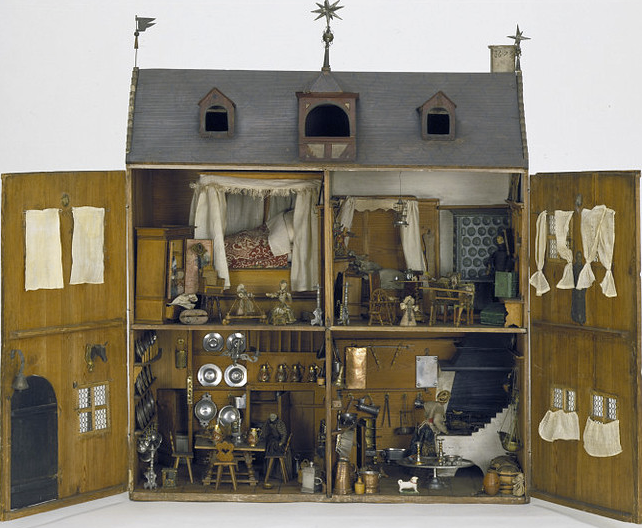The unicorn head right of the door in the 1673 Nuremberg doll house indicates the home belonged to an apothecary. From the Victoria and Albert Museum collection.