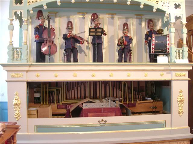 A Gebrüder Weber orchestrion with automata from the Elztalmuseum in Waldkirch, a town in the Black Forest of Germany famous for its music boxes. Photo by John Page (www.johnpage.co.uk), from the Independent Mechanical Organ Discussion Forum.