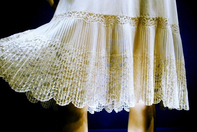 The hem of this ivory nylon Van Raalte full slip is done with lace and accordion pleats. Via aslipofagirl.net.