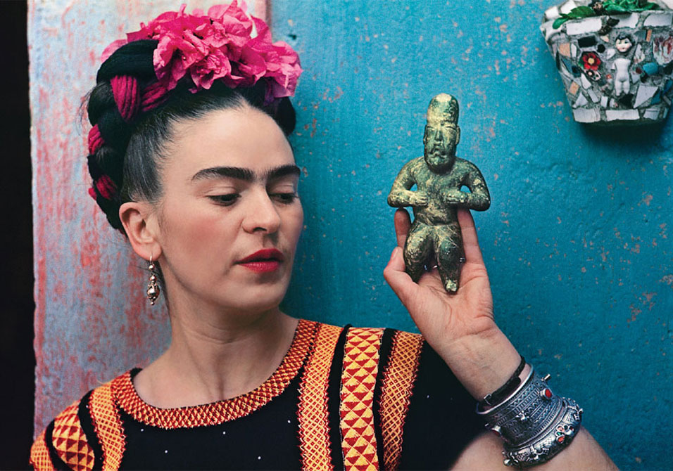 Frida holding an Olmeca figurine at her home, La Casa Azul, in 1939. Photo by Nickolas Muray.