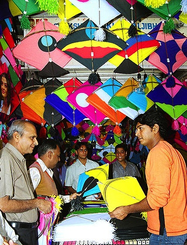 Fighter kites are sold for pennies during Makar Sankranti, India's holiday celebrating harvest. Via VandeIndia.com