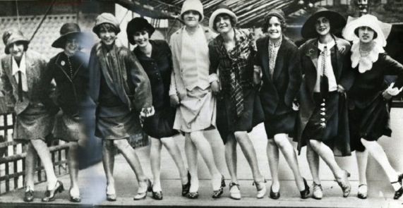 Less-than-affluent flappers reveal their knees in the 1920s. Via Smithsonian.com.