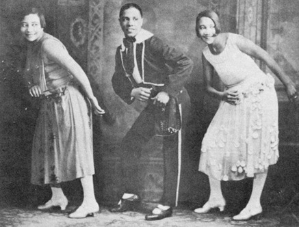 Alberta Hunter, far right, performs vaudeville. (Via Vaudeville.org)