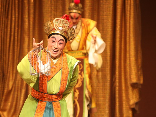"In 2010, Taipei Li-yuan Peking Opera Theatre put on an opera called ""The Jester,"" based on Verdi's ""Rigoletto."" Li Baochun was the star and director."