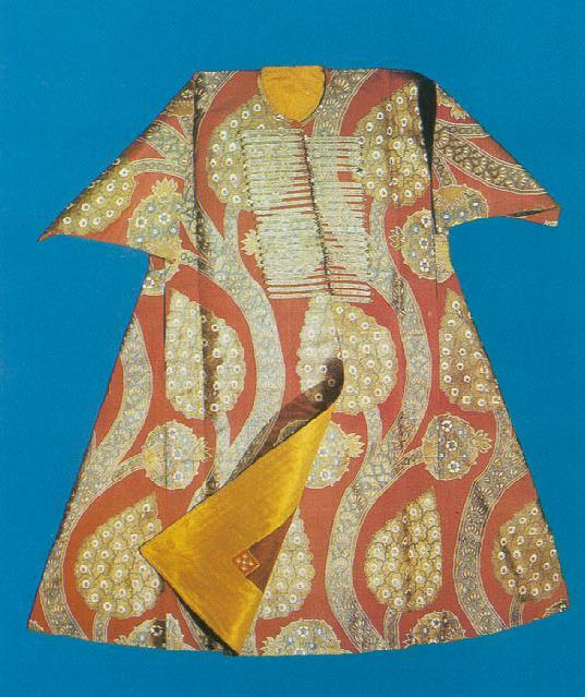"An ancient Ottoman Empire caftan housed in the Topkapi Palace Museum in Istanbul. From the book ""Silks for the Sultans"" by A. Ertug and A. Kocabiyik. (Via TransAnatolie.com)"